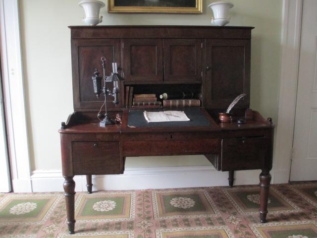 Burr desk