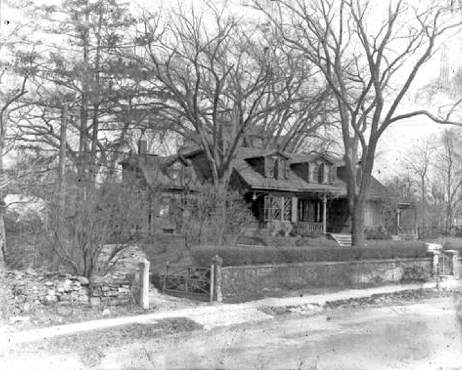 1923_04_07_Kemble_House_145_Shore_Rd_by_Wm_Montgomery